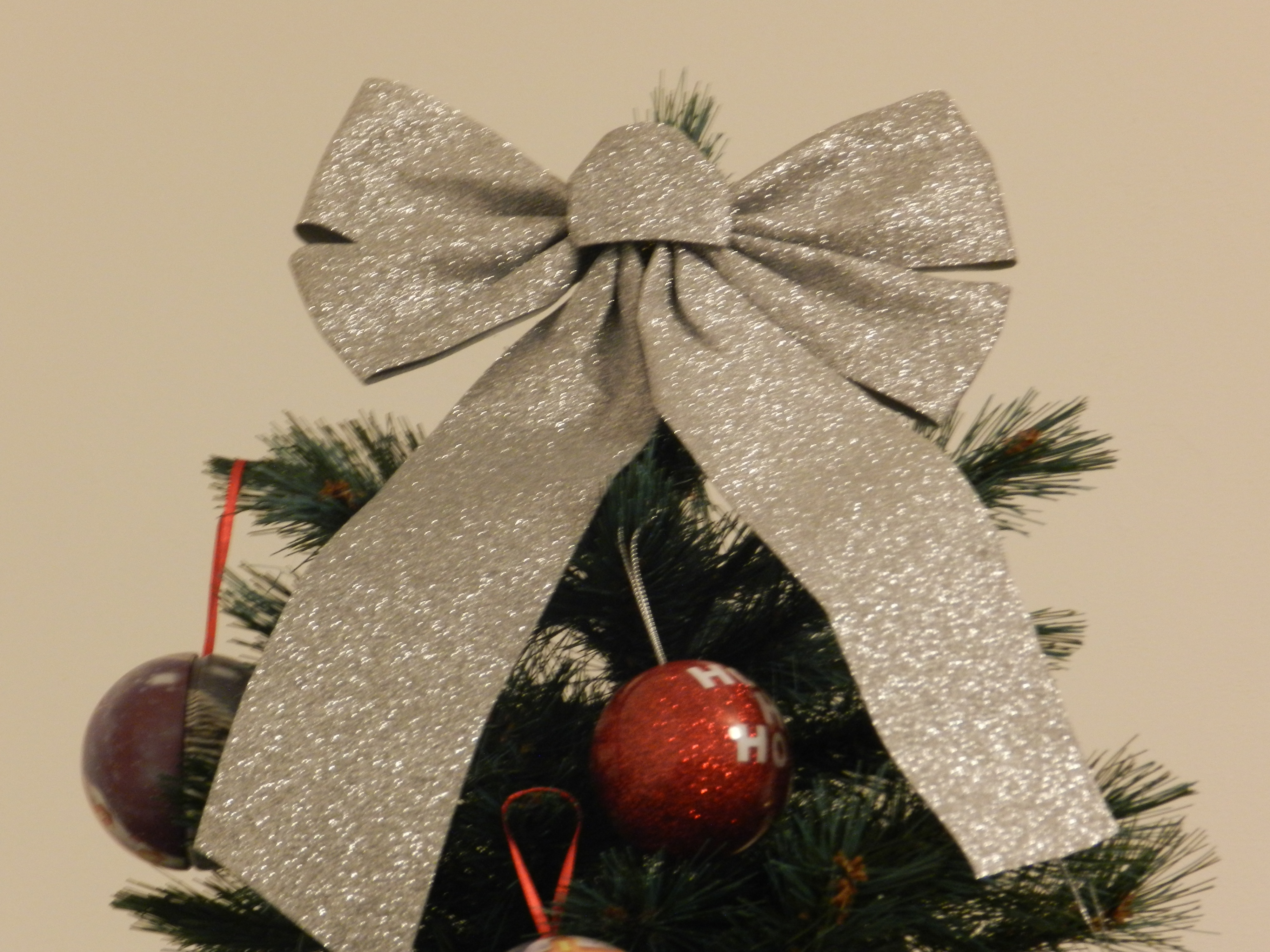 Decorating your home for christmas with home bargains for Christmas decorations home bargains