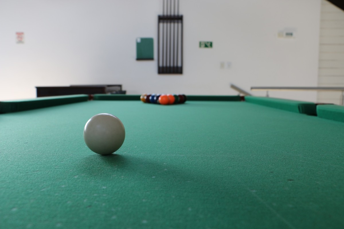 pool-table-1331037_1920